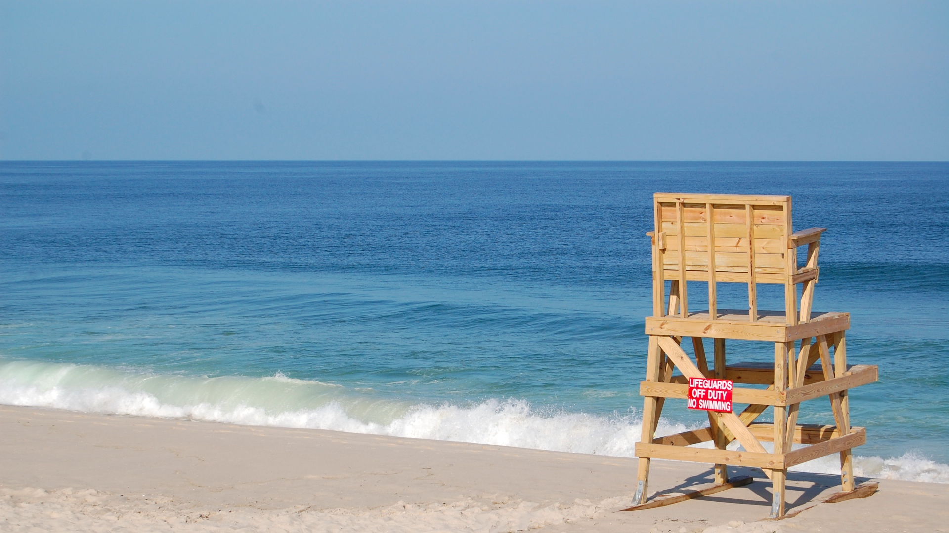 A lifeguard stand at Brick Beach III. (Photo: Daniel Nee)