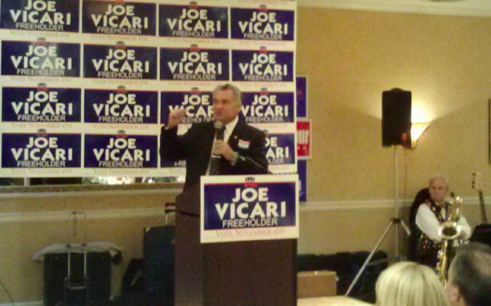 Joe Vicari addresses an OCGOP rally Monday night. (Photo: Vicari Campaign)