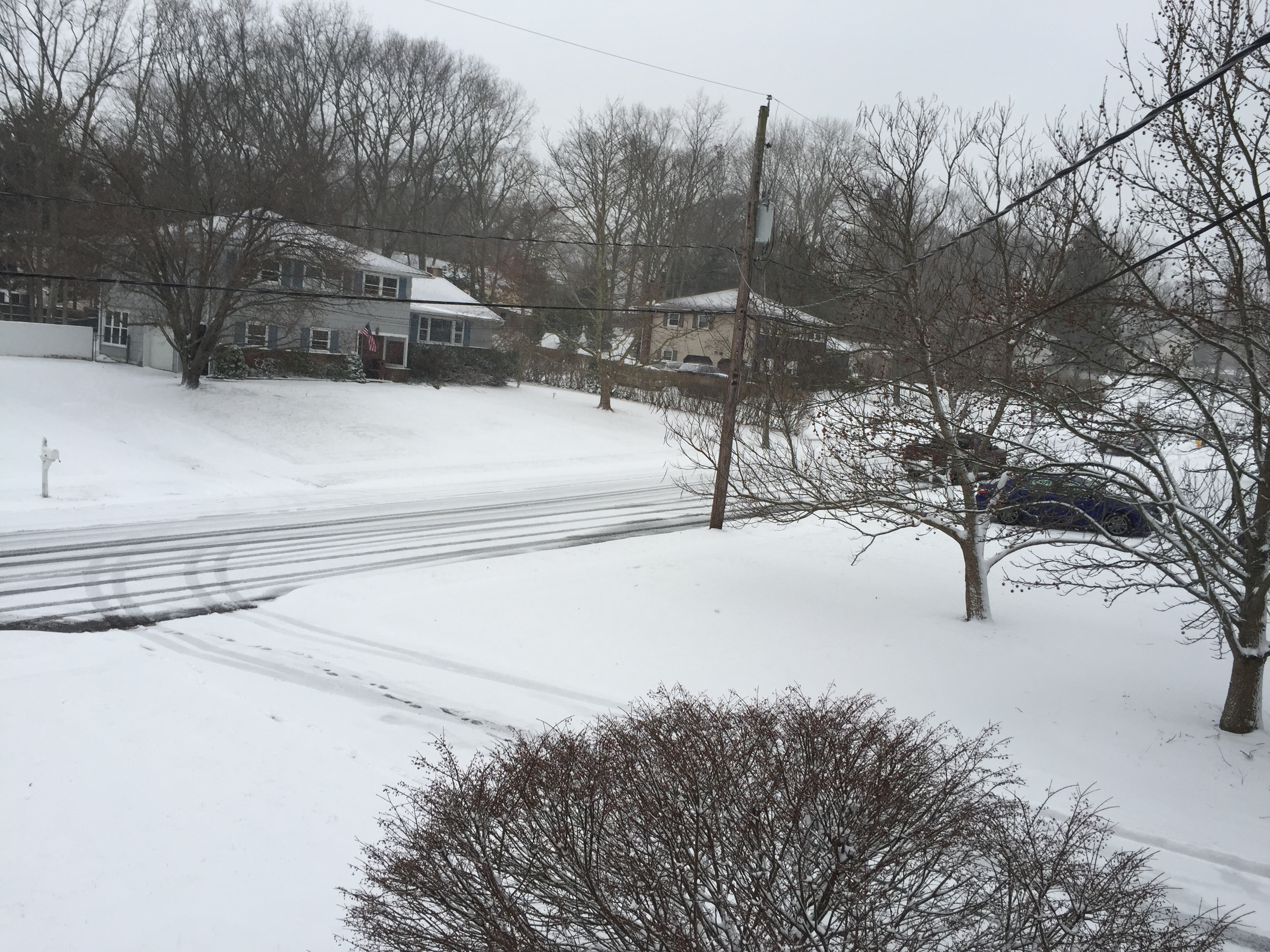 Snow covering a Brick Township street just after 4 p.m. Monday, Jan. 26, 2015. (Photo: Daniel Nee)