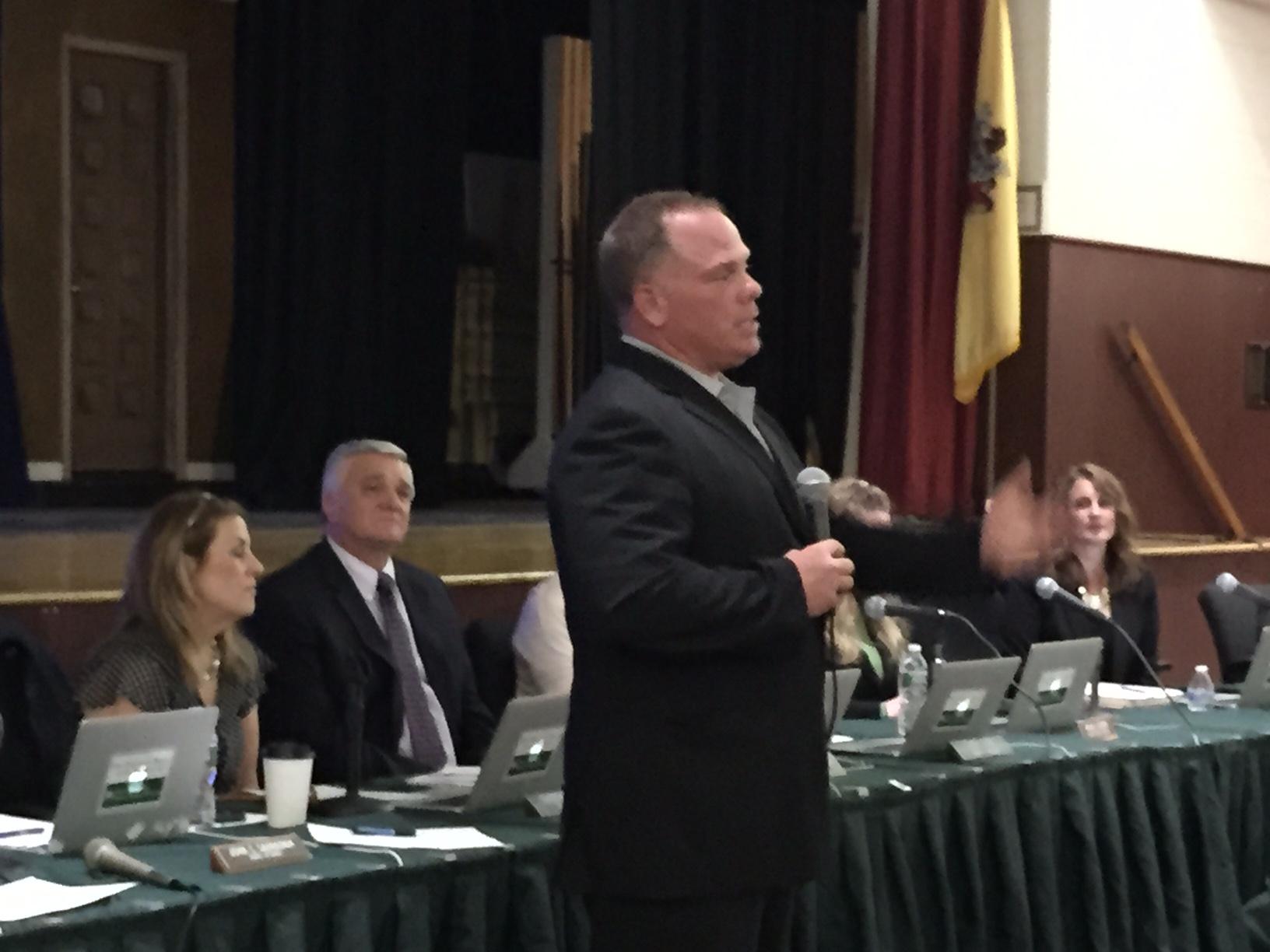 Len Zdanowicz speaks at a Board of Education meeting, April 30, 2015. (Photo: Daniel Nee)