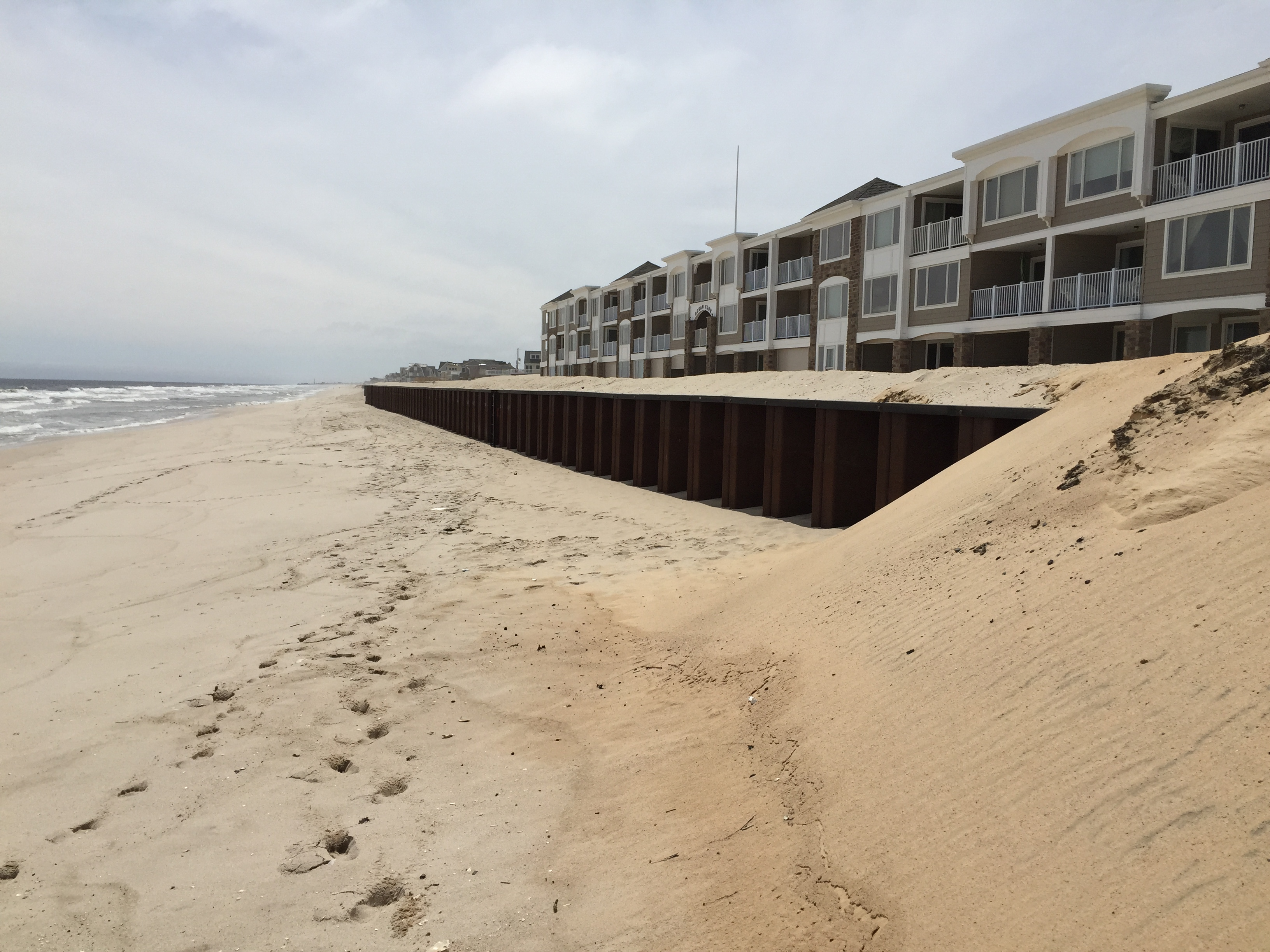An up to six foot drop near the steel wall revetment at Brick Beach III. (Photo: Daniel Nee)