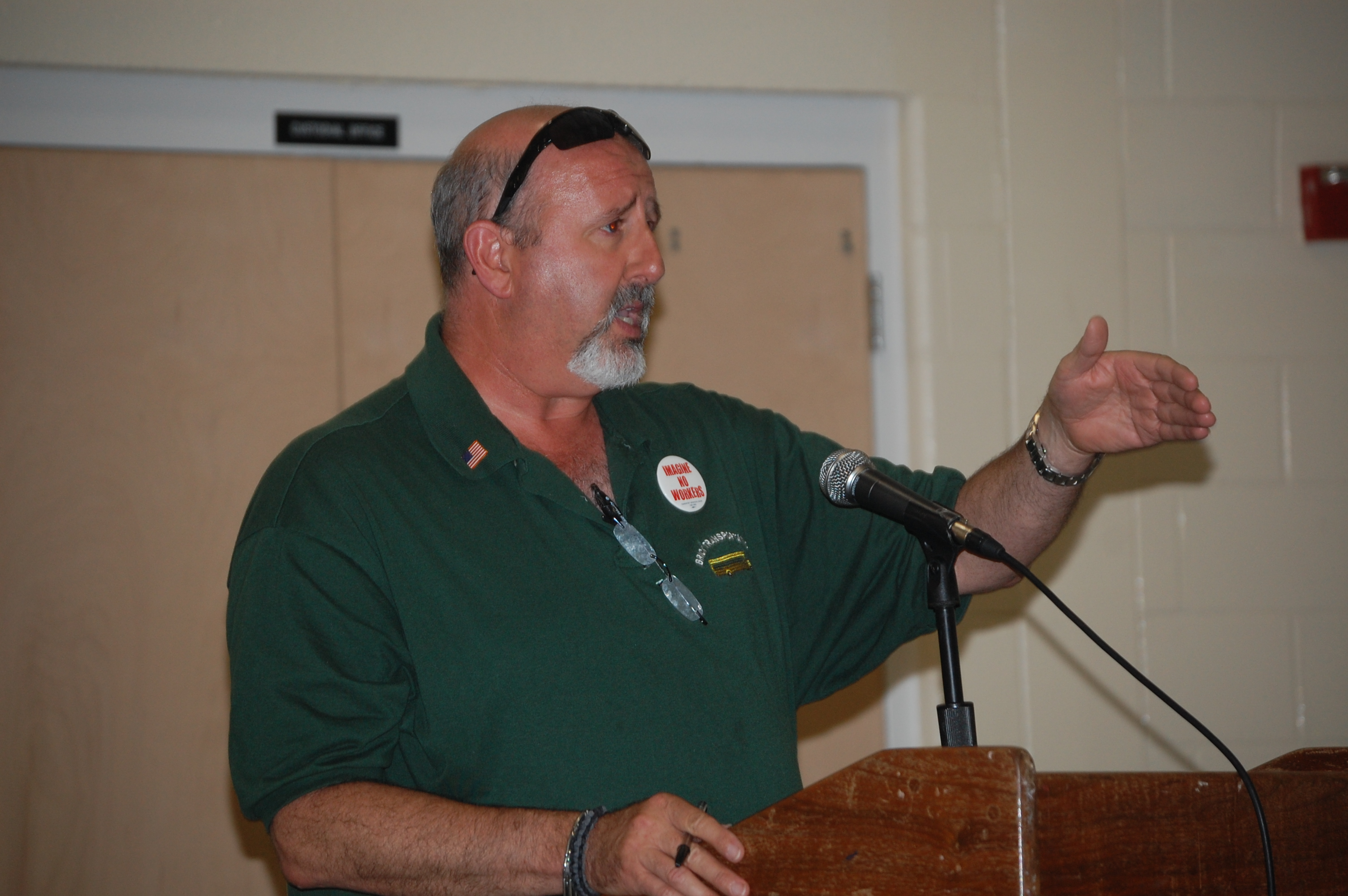 Greg Cohen, a Brick school bus driver and union leader, addresses the Board of Education June 15, 2015. (Photo: Daniel Nee)