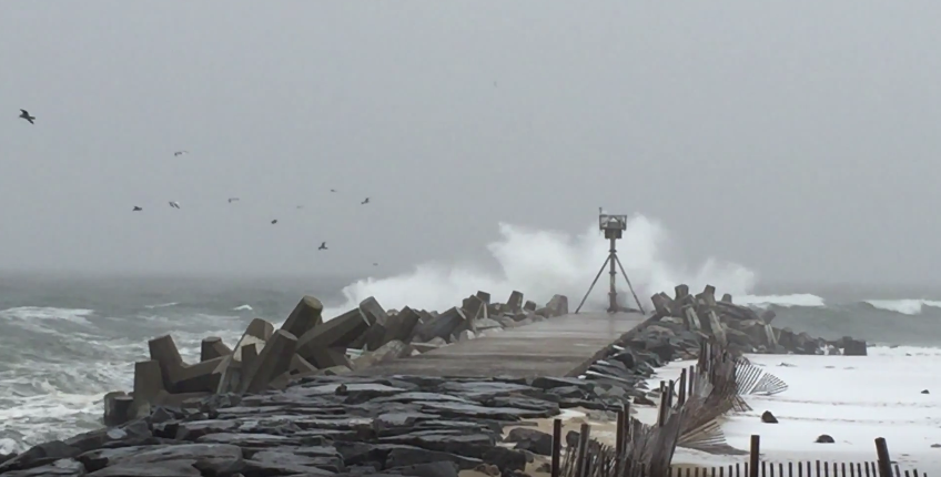 Waves kicked up by the Jan. 26, 2015 nor'easter at Manasquan Inlet. (Photo: Daniel Nee)