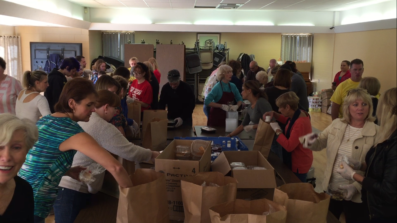Volunteers at Epiphany Parish in Brick Township prepare Thanksgiving meals for delivery. (Photo: Daniel Nee)