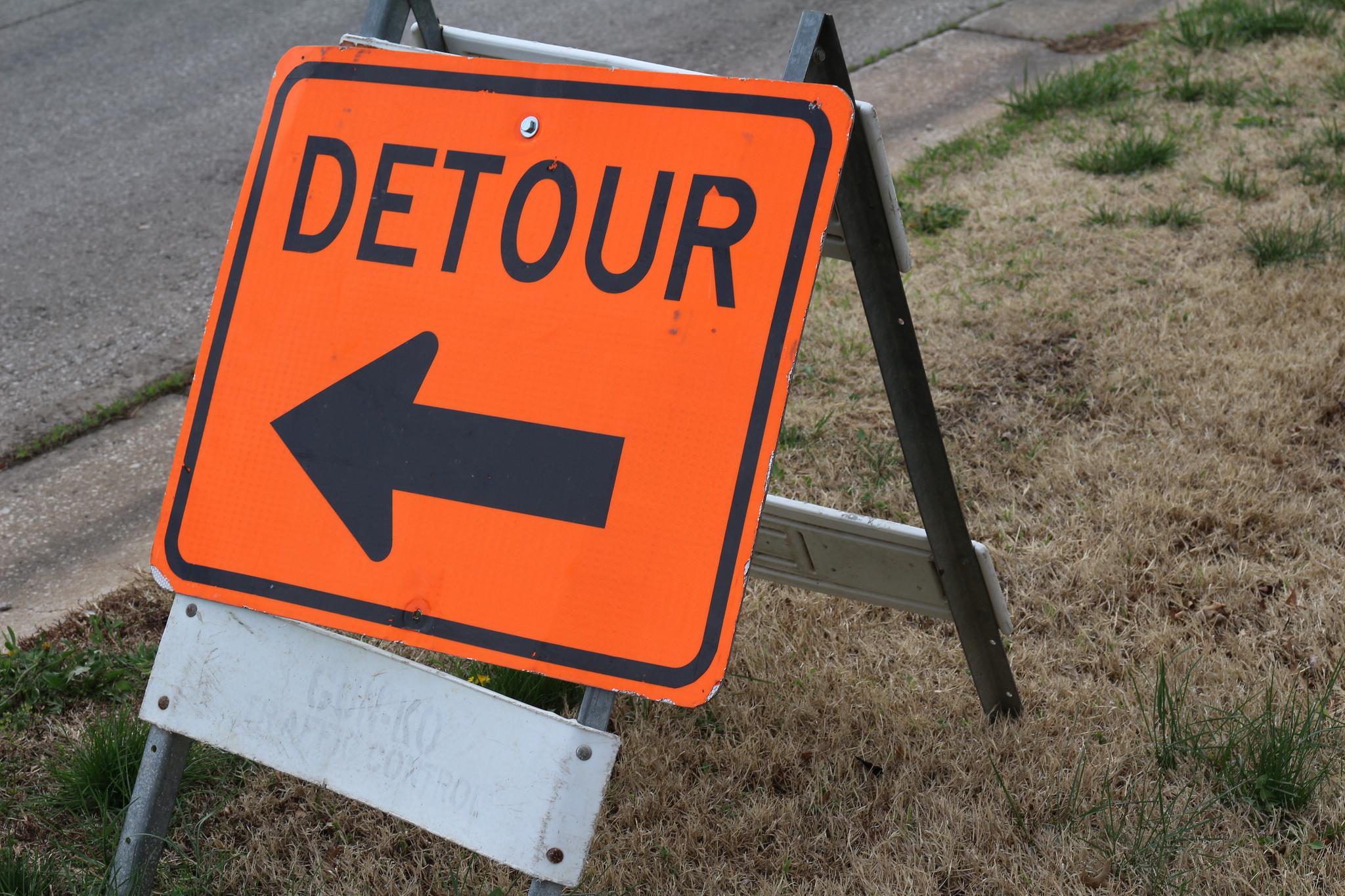 Detour sign. (Photo: CodyJung/Flickr)