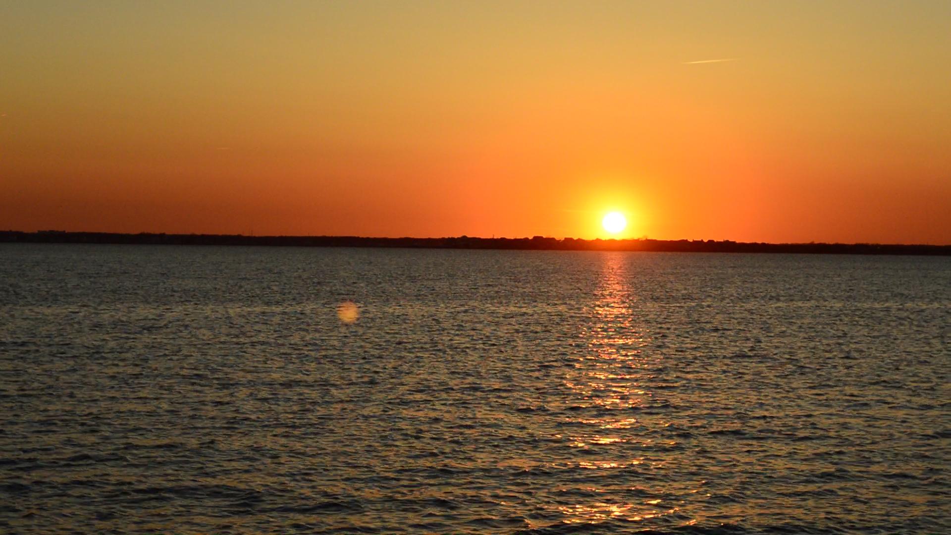Sunset on Barnegat Bay. (Photo: Daniel Nee)