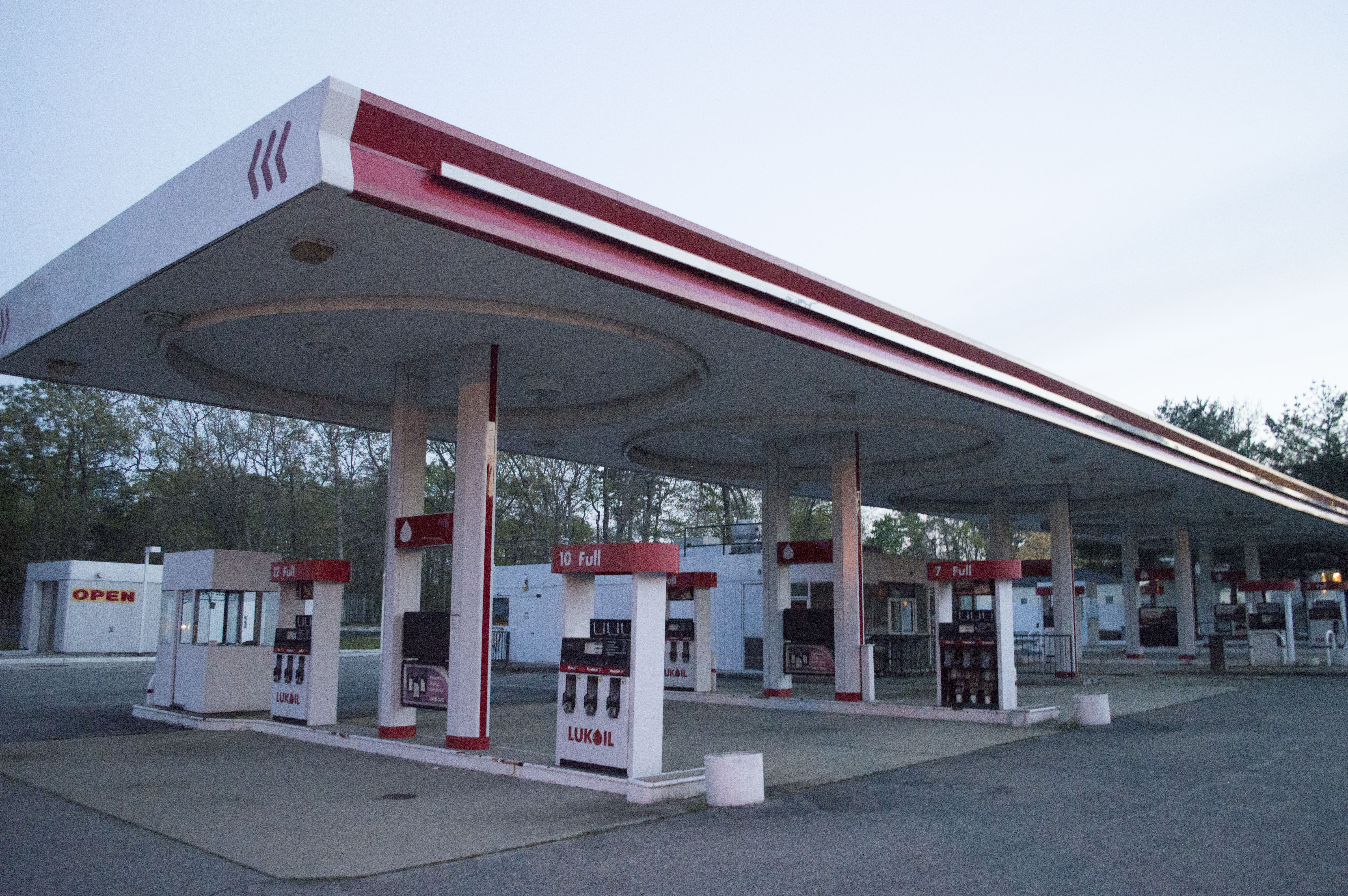 The Lukoil station at the corner of Route 88 and Jordan Road in Brick. (Photo: Daniel Nee)