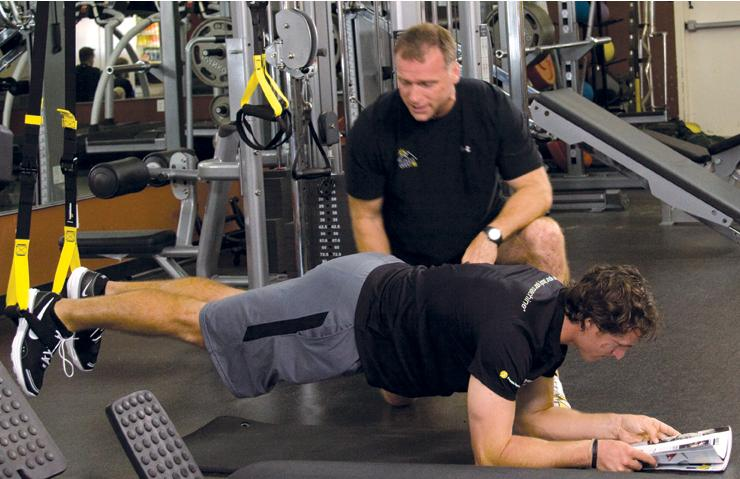"Todd Durkin, a cast member of NBC's ""Strong,"" trains NFL player Drew Brees. (Photo: Todd Durkin)"