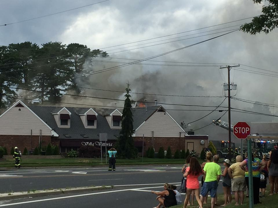 A fire at Villa Vittoria in Brick, N.J., July 4, 2016. (Photo: Bill Wheeler)