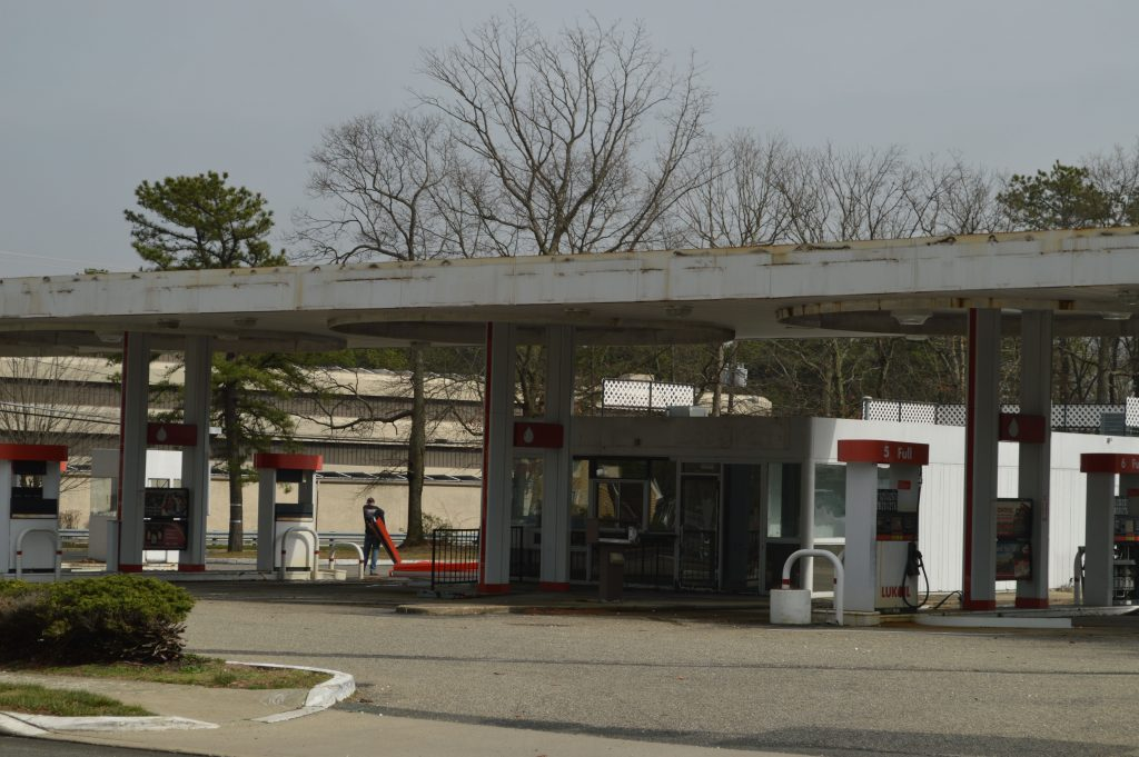The former Lukoil station on Route 88 in Brick. (Photo: Daniel Nee)