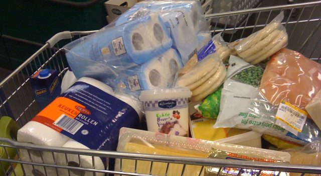 A shopping cart at a supermarket. (Credit: Lindsay Holmwood/ Flickr)