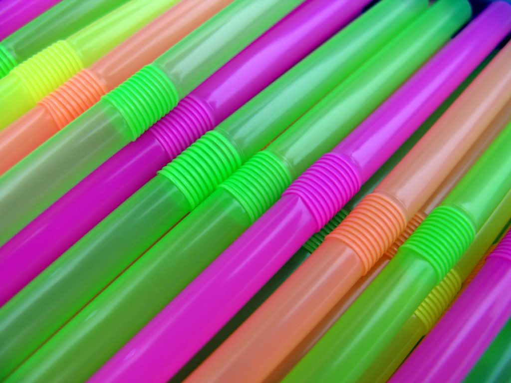 Plastic straws. (Photo: frankieleon/ Flickr)