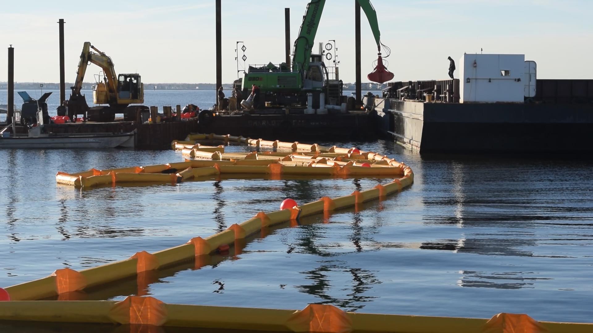 Crews drop off dredge spoils off Bayside Park in Normandy Beach, Brick Township, N.J., Nov. 4, 2018. (Photo: Daniel Nee)