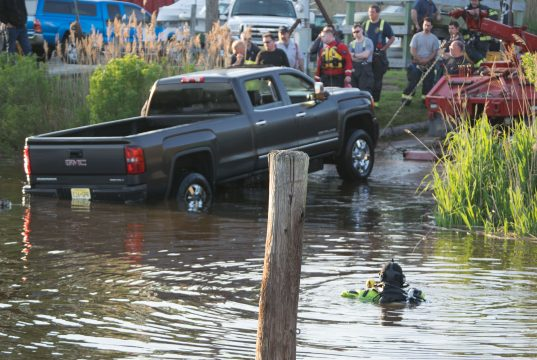 Crews recover a sunken pickup truck at Lightning Jack's III Marina in Brick, NJ, May 16, 2019. (Photo: Daniel Nee)