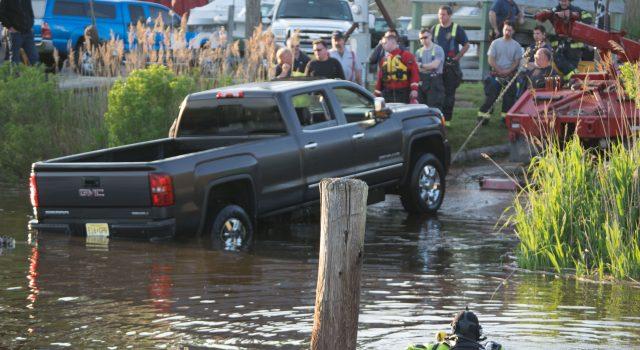 Crews recover a sunken pickup truck at Lightning Jack's III Marina in Brick, NJ, May 16, 2019. (Photo: Daniel Nee)