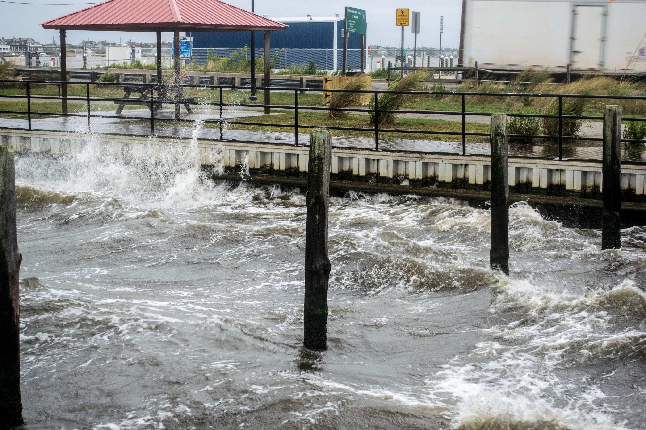 Waves impact Barnegat Bay near the Mantoloking Bridge. (Photo: Daniel Nee)