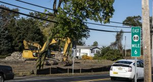 Crews begin cutting down trees to make room for a new Wawa store in Brick, Oct. 22, 2019. (Photo: Daniel Nee)