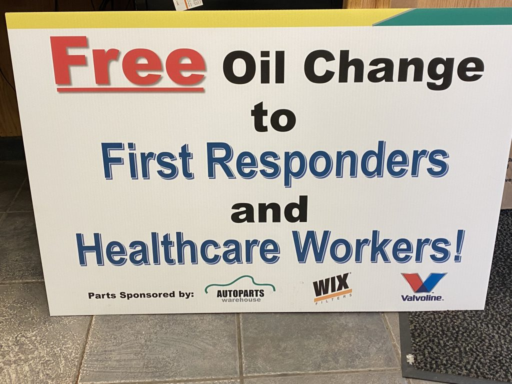 A sign advertising free oil changes at Joe's Service Center in Brick, April 2020. (Photo: Joe's Service Center)