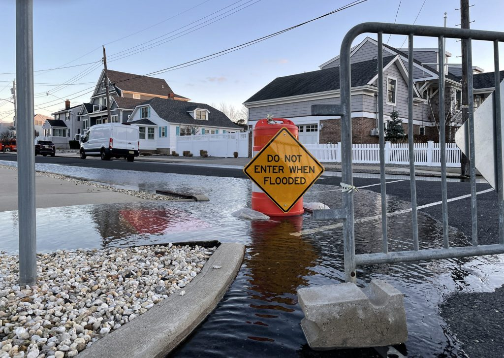 Flooding in the Normandy Beach neighborhood, Jan. 2021. (Photo: Daniel Nee)