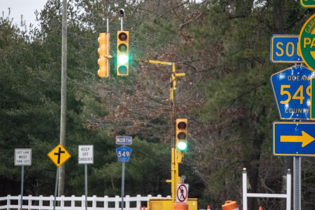 A temporary traffic signal device on Lanes Mill Road in Brick, Jan. 2021. (Photo: Daniel Nee)