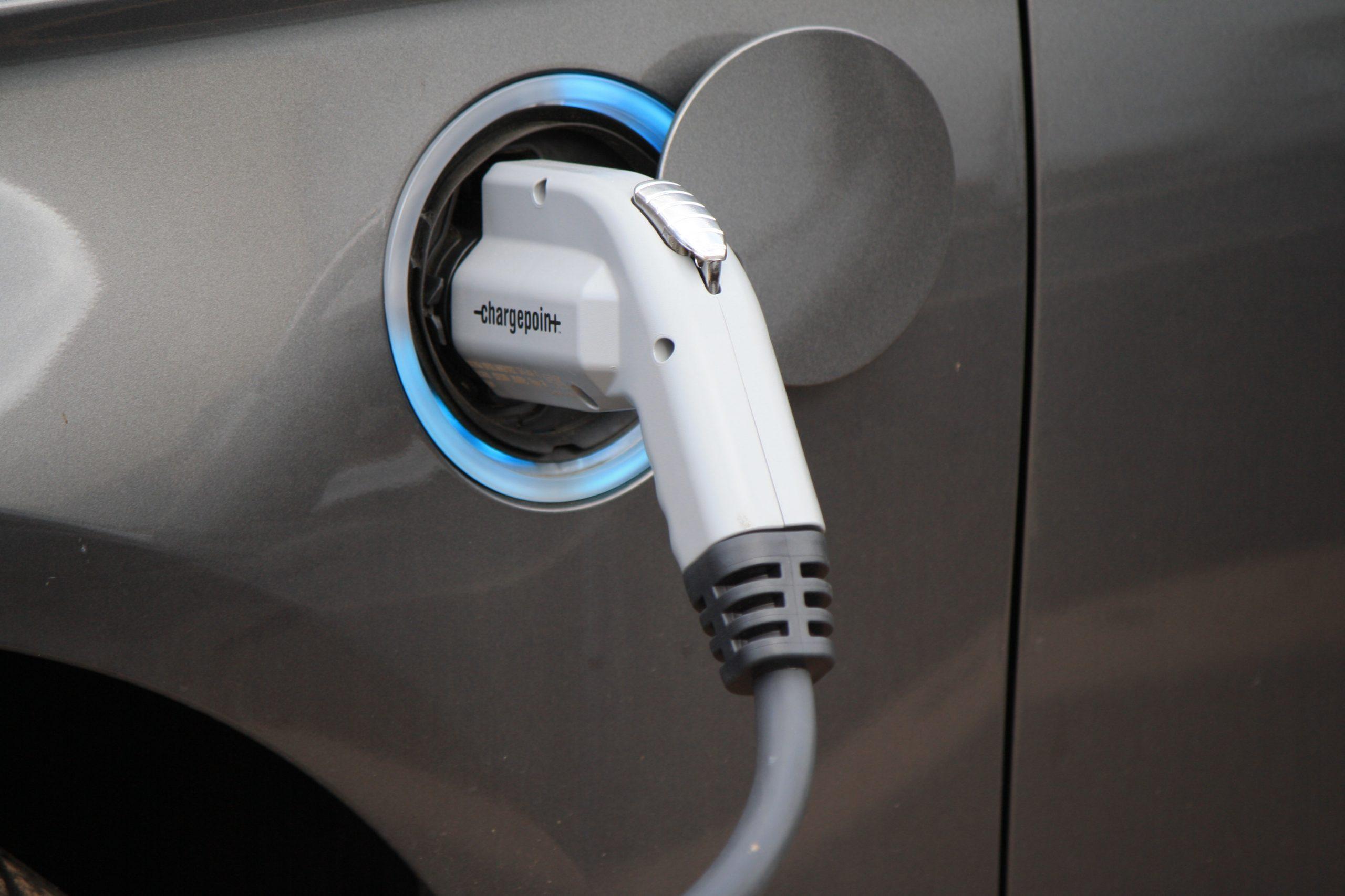 Electric vehicle / EV charging. (Credit: Noya Fields/ Flickr)