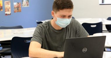 A student wears a face mask while in school. (Credit: Jill Carlson (jillcarlson.org)/ Flickr)