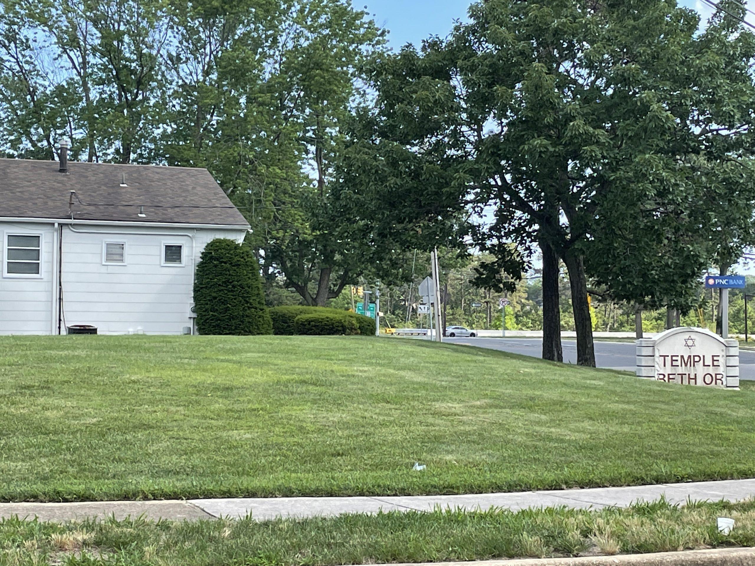 The former Temple Beth Or property, Brick, N.J., June 2021. (Photo: Daniel Nee)
